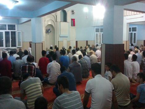 Çınarlılar Kadir gecesinde camileri mesken edindi