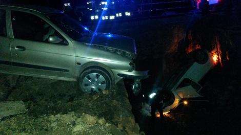 Yola açılan 3 metrelik çukur kazaya neden oldu: 1'i ağır, 8 kişi yaralan