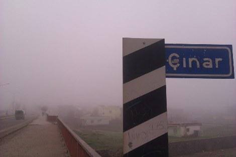 Çınar'da yoğun sis etkili oluyor