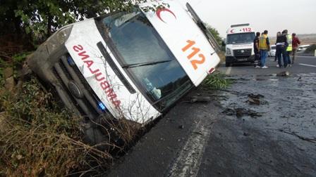 Çınar'da kamyonun sıkıştırdığı ambulans kaza yaptı