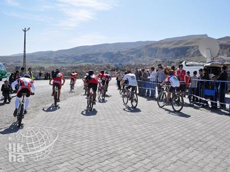 Hasankeyf'te 'Uluslararası Dağ Bisikleti' Şampiyonası Yap 1