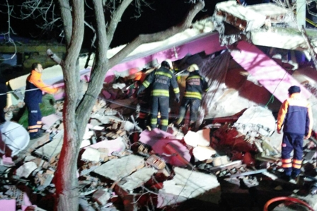 Çınar'da emniyet binasına bombalı saldırı