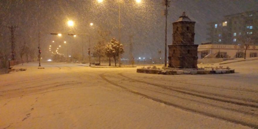 Çınar'da yoğun kar yağışı