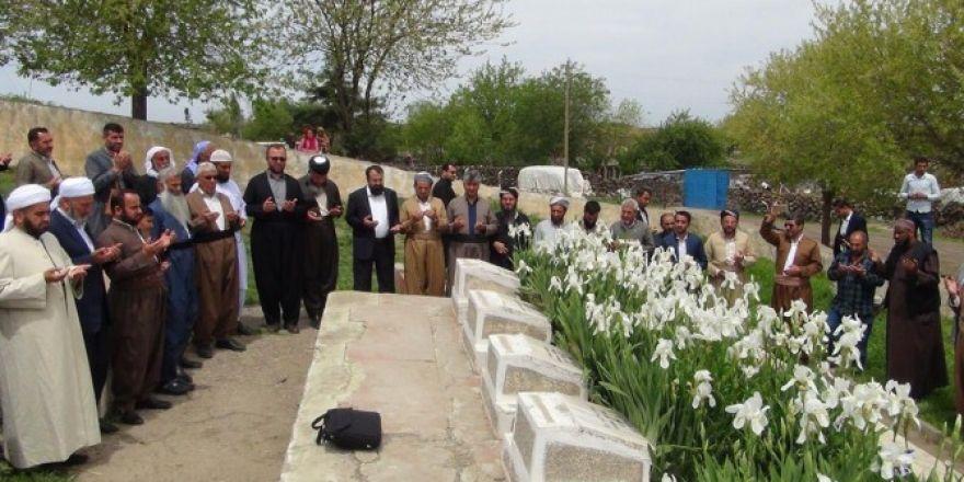 Yurt dışından gelen heyet Karacadağ şehitliklerini ziyaret etti