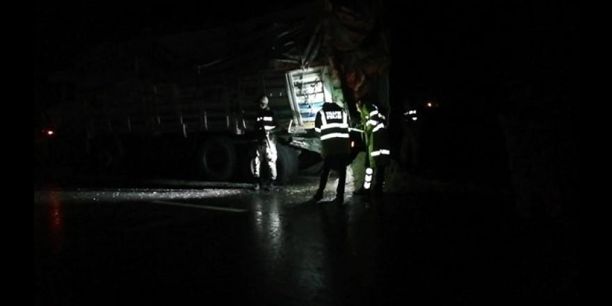 Çınar'da otobüs ile kamyon çarpıştı: 1 ölü 45 yaralı