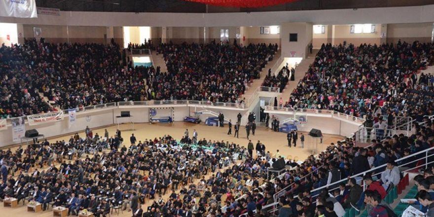 Yetimler yararına düzenlenen konser yoğun katılımla gerçekleşti