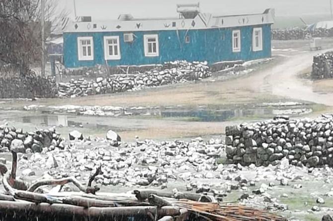 Çınar'ın yüksek kesimlerinde kar etkili oldu 1