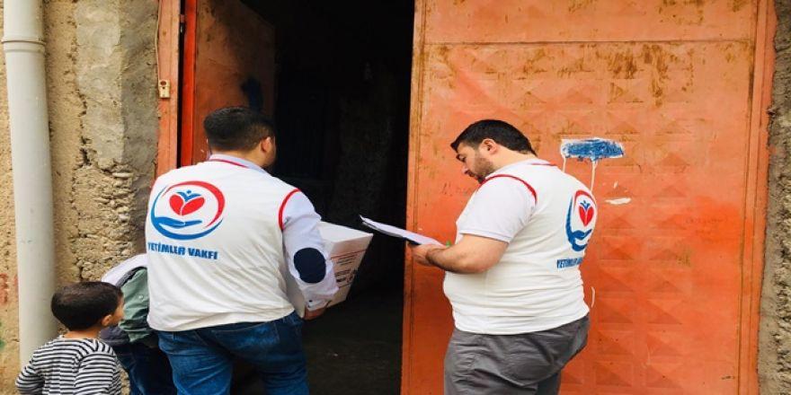 Yetimler Vakfı Çınar'da 30 aileye gıda yardımında bulundu
