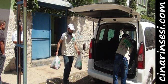 Umut Kervanı Çınar'da kurban eti dağıttı 1