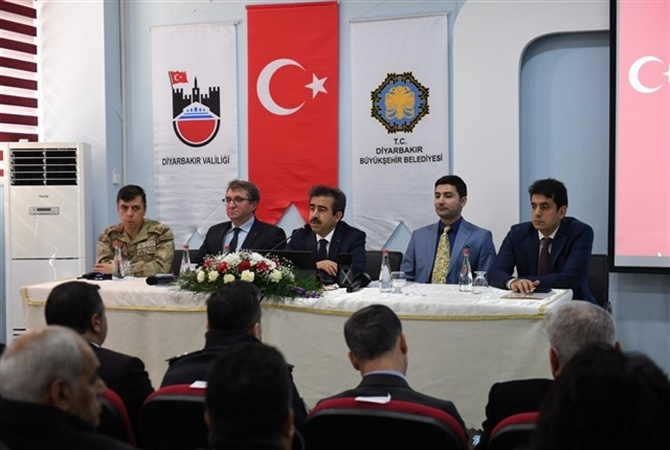 Diyarbakır Valisi Çınar'da 1