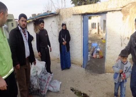 Çınar Şefkat Der`den Suriyeli Mültecilere Yardım 13