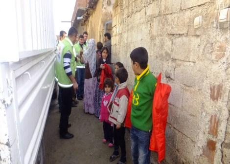 Çınar Şefkat Der`den Suriyeli Mültecilere Yardım 8