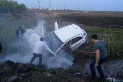 Diyarbakır-Ergani yolunda otomobil dereye yuvarlandı