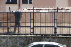 Diyarbakır'da askeri binaya EYP'li saldırı foto