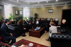 ABD Büyükelçi Yardımcısı Mendel YYÜ Rektörünü ziyaret etti foto