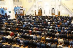 Gaziantepliler Miraç kandilinde camilere akın etti