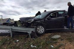 Kaygan yolda kaza: 3 yaralı