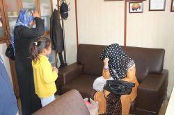 Kendilerini Suriyeli olarak tanıtıp dilendiler