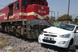 Mersin'de yük treni otomobile çarptı: 4 yaralı foto
