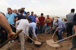 Patlamada hayatını kaybeden köylüler defnedildi
