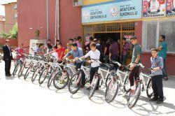 Silopi'de öğrencilere bisiklet dağıtıldı