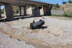 Otomobil dere yatağına uçtu: 2 ölü 3 yaralı