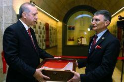 Aziz Sancar Nobel ödülünü Anıtkabir'e takdim etti