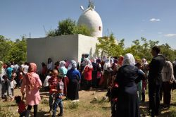 Binlerce kişi Şeyh Mahmut Türbesi'ni ziyaret etti