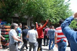 Sur halkı HDP heyetine tepki gösterdi foto