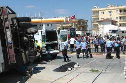 Kamyonet ile otomobil çarpıştı: 2 ölü