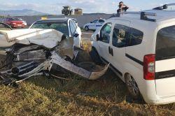 Bingölün Genç ilçesinde iki araç kafa kafaya çarpıştı: 5 yaralı foto