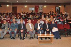 """IÜde """"İslam Düşüncesinde Edebiyat Geleneği"""" konferansı"""