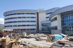 """""""Dev projeler 3 yılda biterken Bingöl Hastanesi 7 yıldır bitirilemiyor"""""""