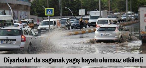 Diyarbakırda sağanak yağış hayatı olumsuz etkiledi