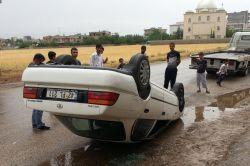 Direğe çarpan otomobil takla attı:1 yaralı