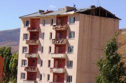 Depremde hasar gören yatılı okul yıkıldı