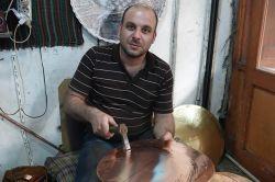 Suriyeli Ömer, baba mesleği ile hayata tutunmaya çalışıyor foto