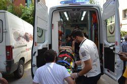 Bursa'da otomobil karşıya geçmek isteyen yayaya çarptı foto