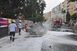 Tarsus'ta seyir halindeyken alev alan otomobil küle döndü foto