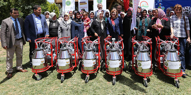 Gaziantep'te kadın çiftçilere süt sağım makinesi dağıtıldı
