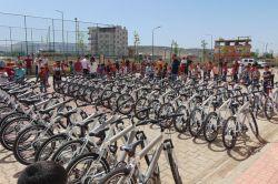 Kozluk'ta 291 öğrenciye bisiklet dağıtıldı
