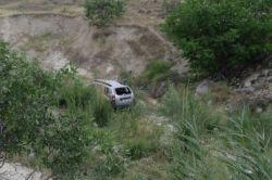 Araç şarampole yuvarlandı: 1'i ağır 4 yaralı