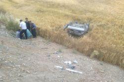 Kahta-Adıyaman karayolunda otomobil şarampole yuvarlandı: 1 yaralı foto