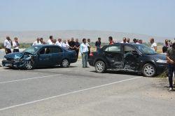 Batman Kozluk'ta iki aracın çarpıştığı kazada 10 kişi yaralandı