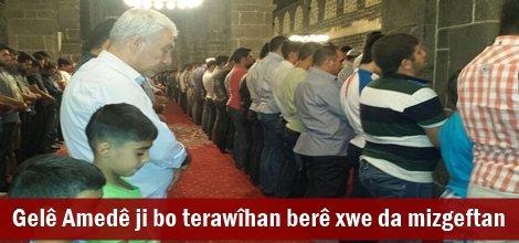 Gelê Amedê ji bo terawîhan berê xwe da mizgeftan