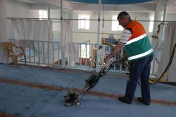 Elazığ'da camiler temizlenip gülsuyu sıkıldı