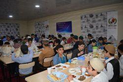 Avrupa Yetim Der'den medrese öğrencilerine iftar yemeği