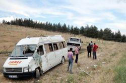 Gaziantep Nizip'te yolcu minibüsü şarampole yuvarlandı: 9 yaralı