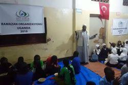 IHO-Ebrar Uganda'da yetimlere iftar yemeği verdi