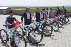 """""""Sağlık İçin Pedallıyoruz"""" sloganıyla bisiklet dağıtıldı"""